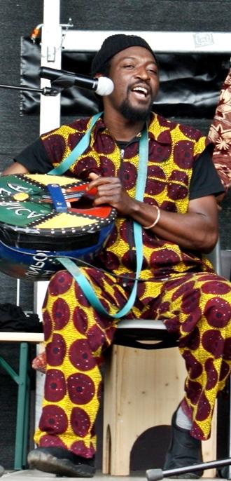 Wir besorgen die afrikanischen Künstler für Ihr Fest